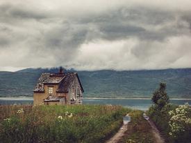 Những ngôi nhà hoang tại thị trấn 'ma' ở Bắc Cực