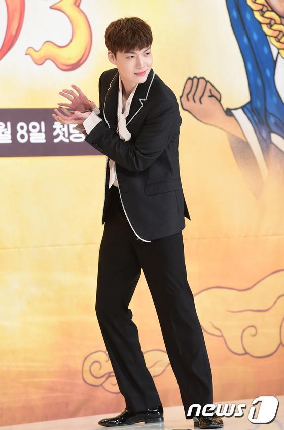 Goo Hye Sun đẹp hút hồn tại triển lãm riêng, Ahn Jae Hyun điển trai ngày trở lại - Ảnh 11.