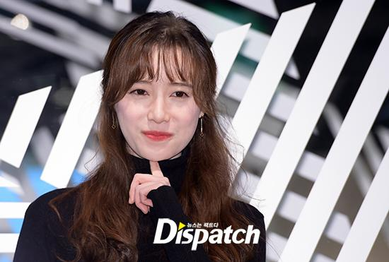 Goo Hye Sun đẹp hút hồn tại triển lãm riêng, Ahn Jae Hyun điển trai ngày trở lại - Ảnh 5.