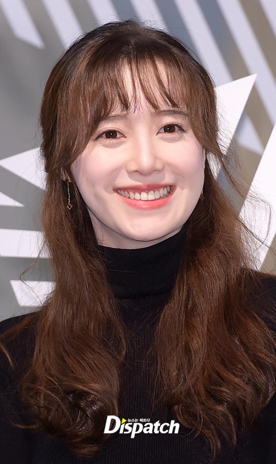 Goo Hye Sun đẹp hút hồn tại triển lãm riêng, Ahn Jae Hyun điển trai ngày trở lại - Ảnh 7.