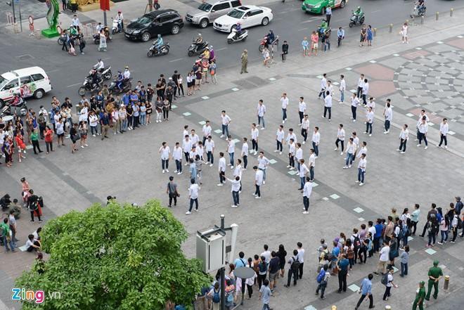 Cuong Do La di sieu xe den quay MV cung Dam Vinh Hung hinh anh 12