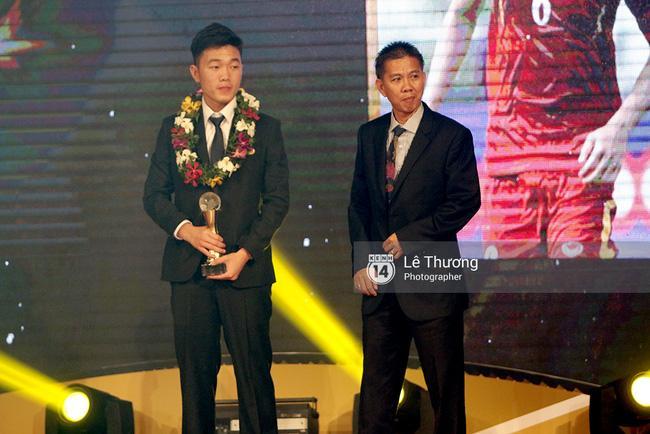 Thánh nữ bolero Jang Mi và những pha khó đỡ trong đêm Gala Quả bóng vàng Việt Nam 2016 - Ảnh 7.