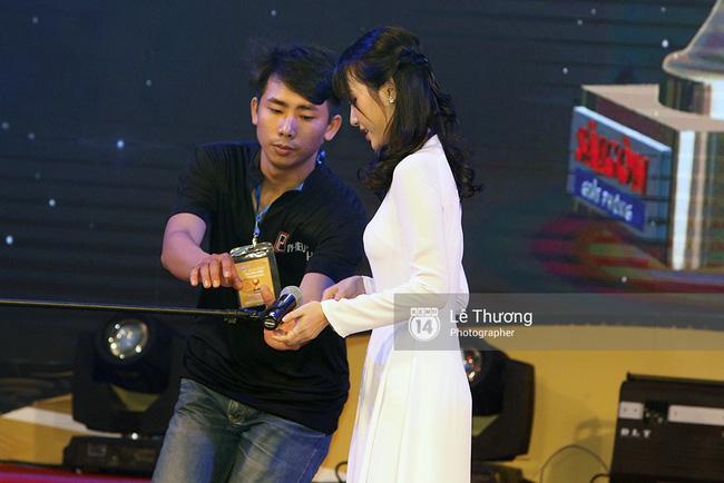 Thánh nữ bolero Jang Mi và những pha khó đỡ trong đêm Gala Quả bóng vàng Việt Nam 2016 - Ảnh 3.