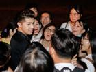 Fan vây kín xem Noo Phước Thịnh luyện tập dù đã nửa đêm