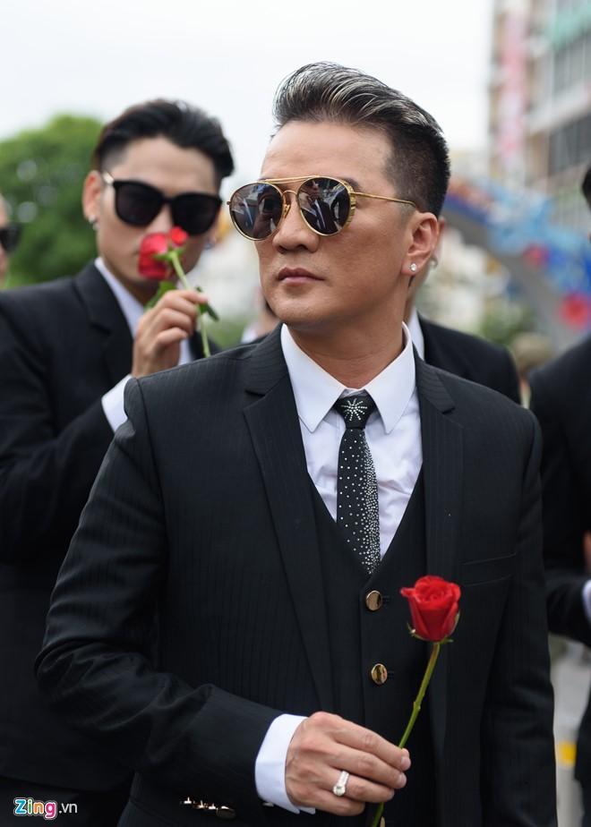 Dam Vinh Hung: 'Toi khong noi chuyen voi me may thang qua' hinh anh 3