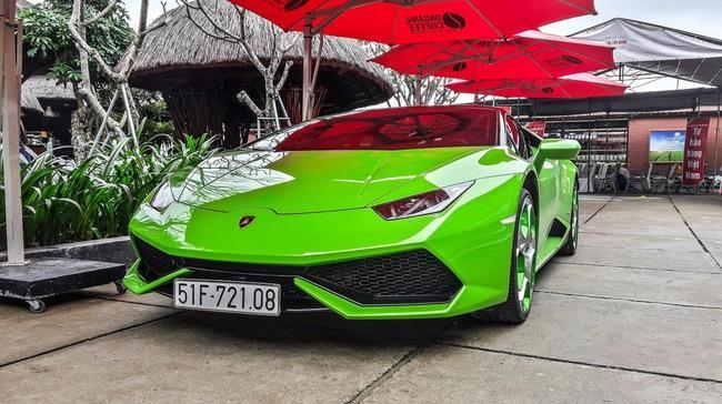 """Siêu xe Lamborghini Huracan xanh cốm """"phượt"""" ra Huế"""
