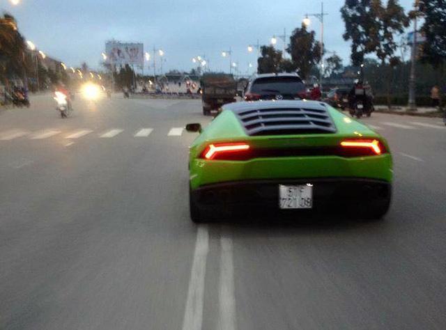 Siêu xe Lamborghini Huracan xanh cốm phượt ra Huế - Ảnh 3.