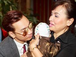 MC Thành Trung cưng nựng con gái của chân dài Hồng Quế