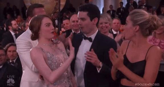 Mỹ nhân La La Land Emma Stone ngượng khi hôn trượt đạo diễn - Ảnh 2.