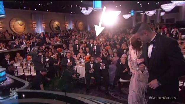 Mỹ nhân La La Land Emma Stone ngượng khi hôn trượt đạo diễn - Ảnh 4.