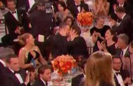 Mỹ nhân La La Land Emma Stone ngượng khi hôn trượt đạo diễn - Ảnh 5.