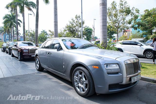Hàng độc Rolls-Royce Phantom Lửa Thiêng tái xuất tại lễ ăn hỏi Hoa hậu Thu Ngân - Ảnh 3.