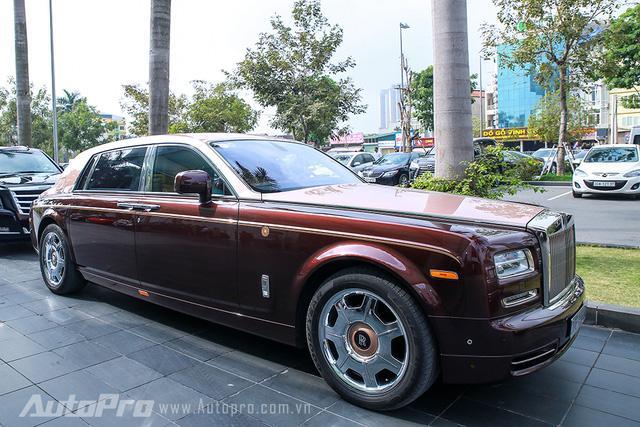 Hàng độc Rolls-Royce Phantom Lửa Thiêng tái xuất tại lễ ăn hỏi Hoa hậu Thu Ngân - Ảnh 1.