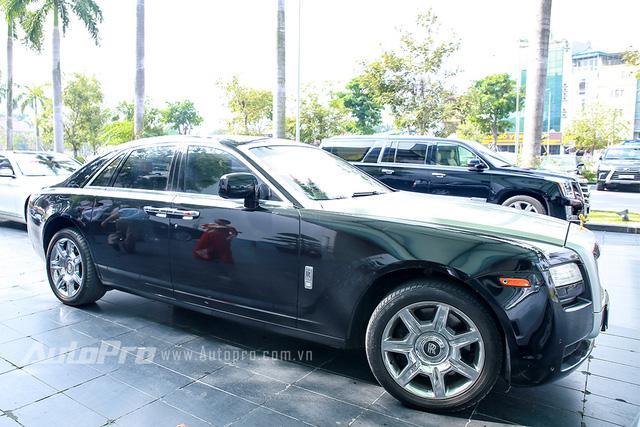 Hàng độc Rolls-Royce Phantom Lửa Thiêng tái xuất tại lễ ăn hỏi Hoa hậu Thu Ngân - Ảnh 4.