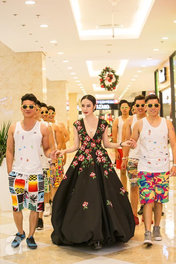 Thảm đỏ thời trang 2016: đất diễn dành riêng cho những chiêu trò của Angela Phương Trinh - Ảnh 4.