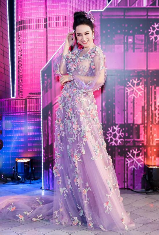 Thảm đỏ thời trang 2016: đất diễn dành riêng cho những chiêu trò của Angela Phương Trinh - Ảnh 3.