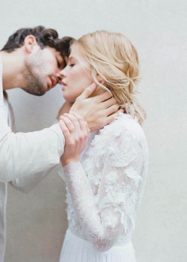 Con gái, đừng yêu người hơn quá nhiều tuổi, cũng đừng kết hôn quá sớm...