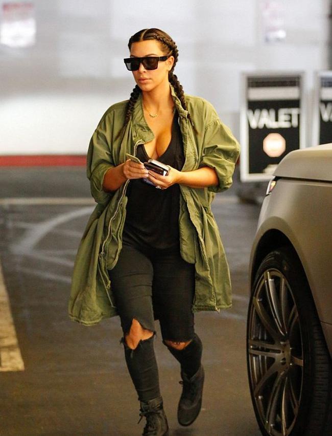 Kim Kardashian và cả một tủ những chiếc quần jeans trời hành - Ảnh 8.