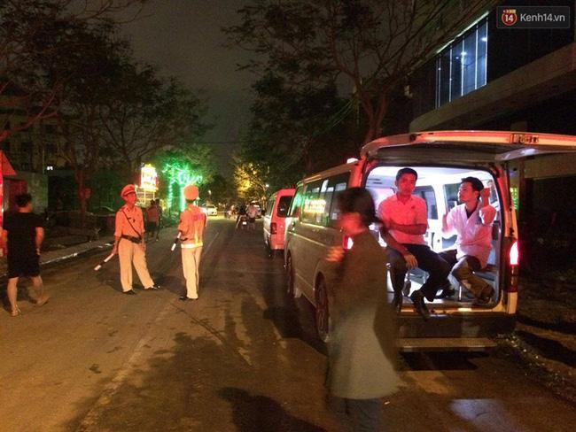 Đà Nẵng: Sập giàn giáo ở tòa nhà Luxury Apartment, 4 người bị thương - Ảnh 2.