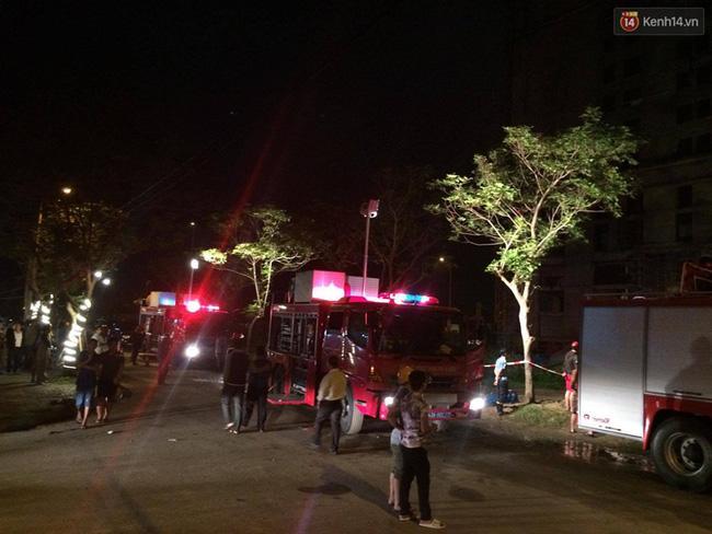 Đà Nẵng: Sập giàn giáo ở tòa nhà Luxury Apartment, 4 người bị thương - Ảnh 3.