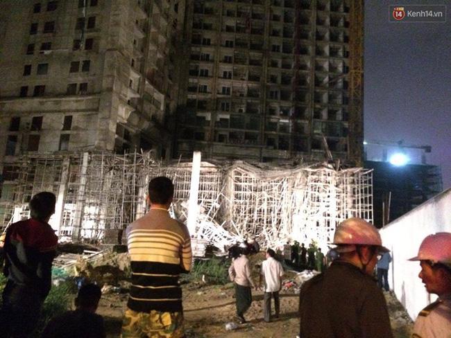 Đà Nẵng: Sập giàn giáo ở tòa nhà Luxury Apartment, 4 người bị thương - Ảnh 1.