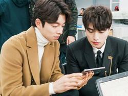 'Yêu tinh' Gong Yoo và 'Thần chết' Lee Dong Wook quá tình cảm trên phim trường