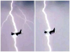 Khoảnh khắc kinh hoàng chiếc máy bay Boeing 747 bị sét đánh trúng giữa trời