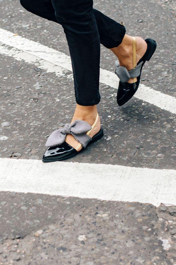 Giày bệt mũi nhọn: theo chân quý cô từ công sở tới tiệc tùng - Ảnh 8.