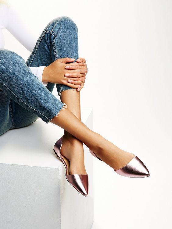 Giày bệt mũi nhọn: theo chân quý cô từ công sở tới tiệc tùng - Ảnh 4.