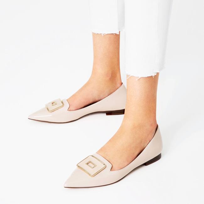 Giày bệt mũi nhọn: theo chân quý cô từ công sở tới tiệc tùng - Ảnh 15.
