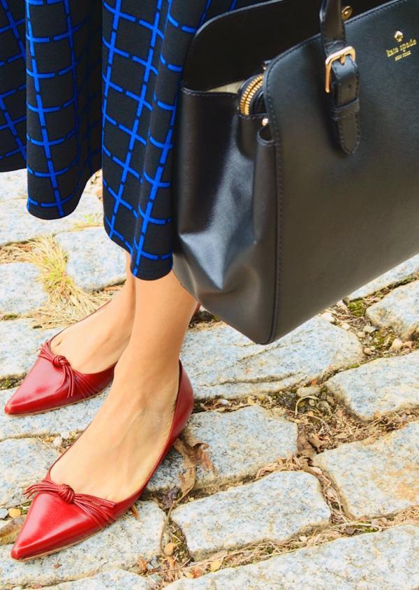Giày bệt mũi nhọn: theo chân quý cô từ công sở tới tiệc tùng - Ảnh 12.