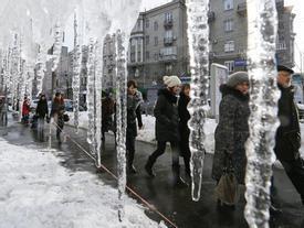 Người dân châu Âu chật vật đối phó với mùa đông giá rét bất thường