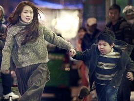 Lộ ảnh Nhã Phương và con trai hốt hoảng chạy trốn trong đêm