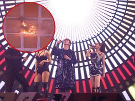 Tim và Trương Quỳnh Anh chạy vào cánh gà vì trần nhà bốc cháy khi đang hát