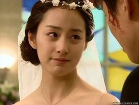 Trước khi yêu Bi Rain, Kim Tae Hee từng có đám cưới đẹp như mơ với mỹ nam này