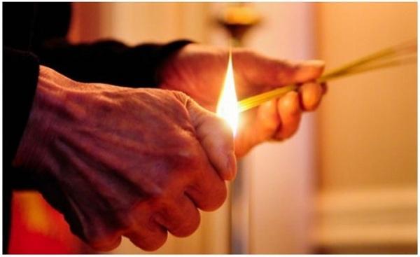 Thắp hương hay khấn liên tục trong những ngày Tết là điều không nên