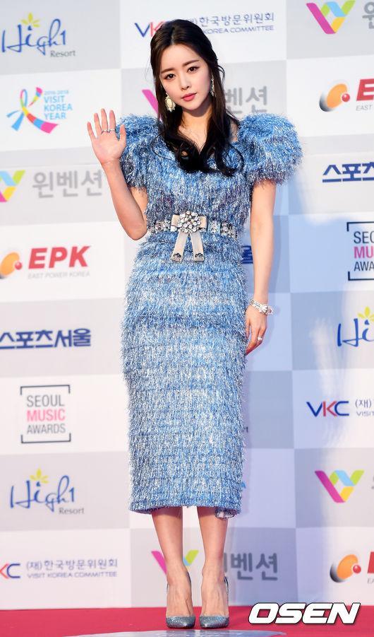 Thảm đỏ Seoul Music Awards: Phạm Băng Băng Hàn Quốc mặc sến vẫn đủ lấn át loạt mỹ nhân Kpop-1