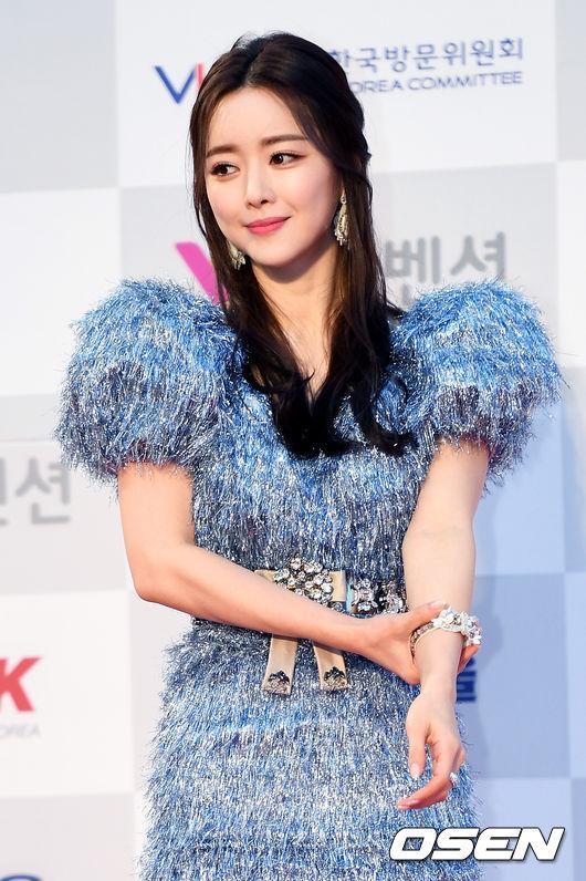 Thảm đỏ Seoul Music Awards: Phạm Băng Băng Hàn Quốc mặc sến vẫn đủ lấn át loạt mỹ nhân Kpop-2