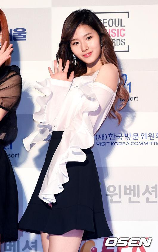 Thảm đỏ Seoul Music Awards: Phạm Băng Băng Hàn Quốc mặc sến vẫn đủ lấn át loạt mỹ nhân Kpop-10