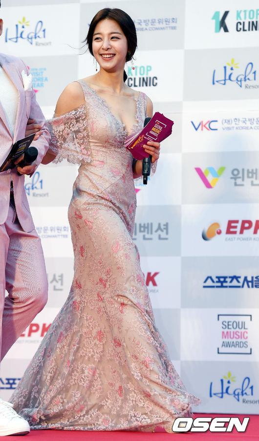 Thảm đỏ Seoul Music Awards: Phạm Băng Băng Hàn Quốc mặc sến vẫn đủ lấn át loạt mỹ nhân Kpop-8