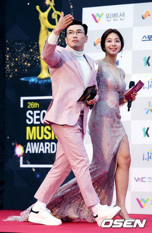 Thảm đỏ Seoul Music Awards: Phạm Băng Băng Hàn Quốc mặc sến vẫn đủ lấn át loạt mỹ nhân Kpop-9