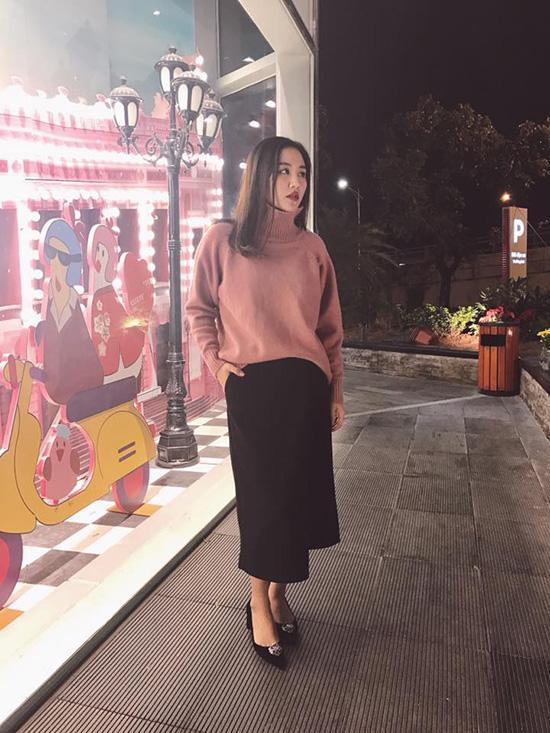 Hà Hồ lạnh lùng với cả cây đen, đối lập Thanh Hằng siêu nữ tính trong street style tuần này - Ảnh 13.