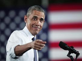 Thợ cắt tóc tiết lộ bí mật mái tóc ông Obama suốt 20 năm