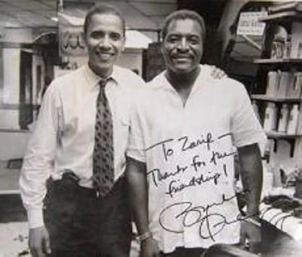 Thợ cắt tóc tiết lộ bí mật mái tóc ông Obama suốt 20 năm - Ảnh 2.
