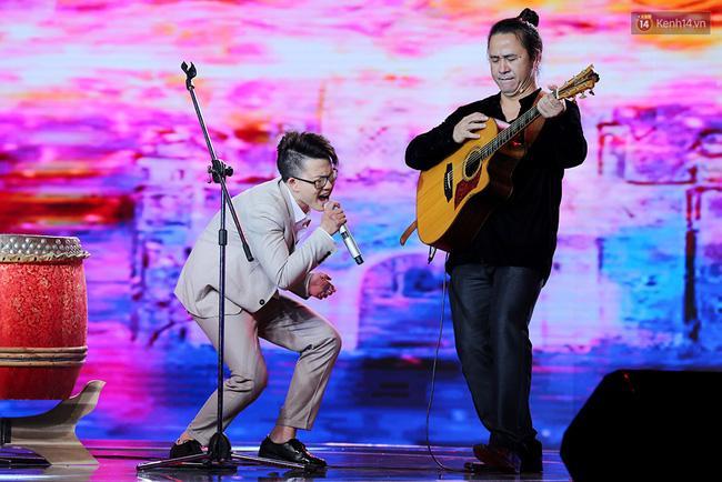 HLV Lê Minh Sơn: Sing My Song đã kết thúc từ khi Ông bà anh xuất hiện - Ảnh 2.