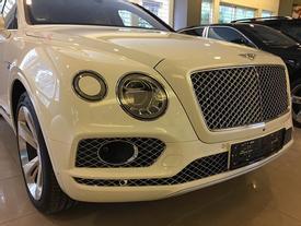 """Tay chơi miền Trung """"đập hộp"""" Bentley Bentayga hơn 20 tỷ Đồng"""