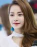 Nhiều fan hâm mộ đánh giá, sự có mặt của Chi Pu khiến cho MV này đáng xem hơn hẳn nhờ vẻ xinh đẹp, mỏng manh lay động lòng người.