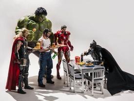 """Bật mí cuộc sống thường ngày của các """"siêu anh hùng"""""""