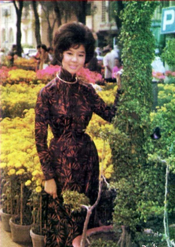 Hồn lạc trôi khi ngắm phụ nữ Việt xưa mặc áo dài khoe eo