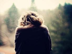 Mỗi năm nghe giọng con báo không về ăn Tết được, lòng mẹ lại rưng rức niềm đau